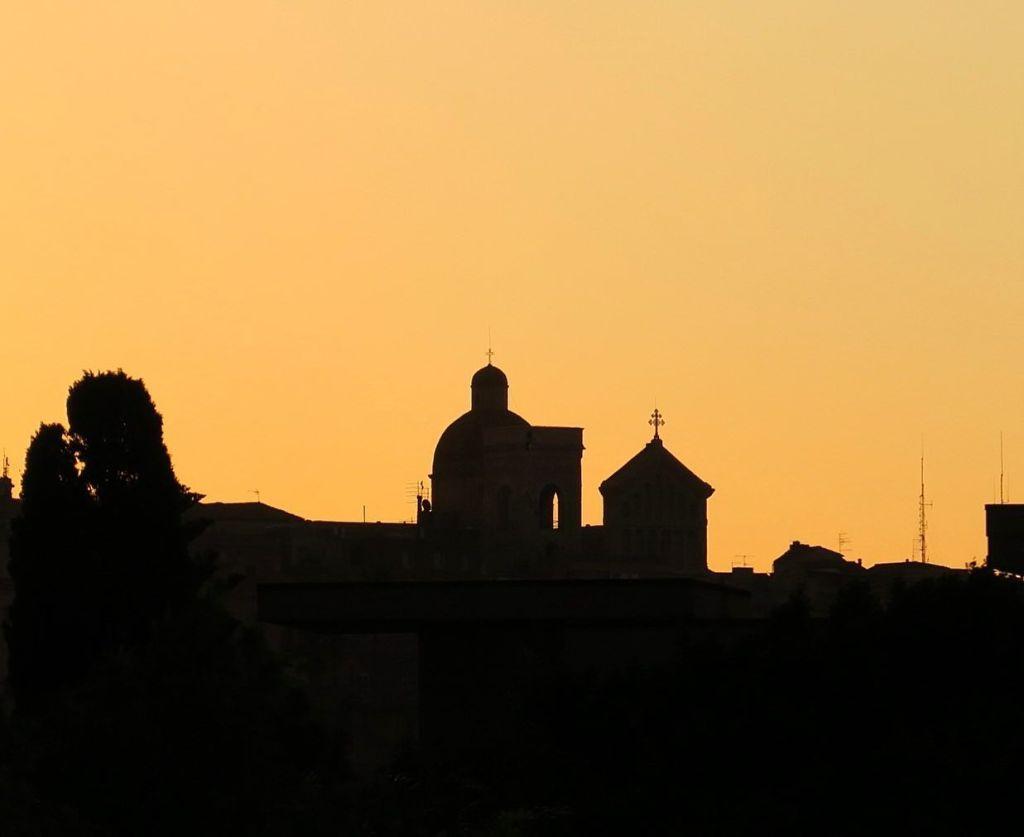 Dieses Bild hat ein leeres Alt-Attribut. Der Dateiname ist Skyline-Cagliari-Foto-Enrico-Napoleone-1024x837.jpg