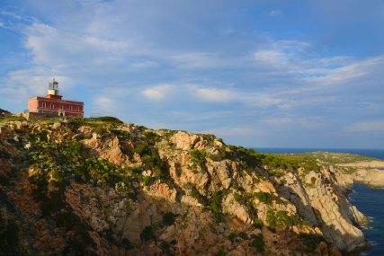 """Der """"Faro"""" bei Chia zählt zu den ältesten noch funktionierenden Leuchttürmen der Insel. Copyright Foto: Paolo Succu"""