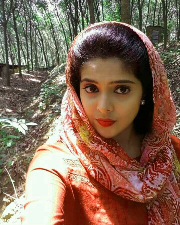 652+ Indian Beautiful Girl Picture Wallpaper Images Pics ...