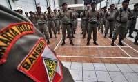 Anggota Barisan Ansor Serbaguna (BANSER) mengikuti apel pengamanan Natal & Tahun Baru di Gedung PP Gerakan Pemuda Ansor, Jakarta Pusat, Selasa (22/12).