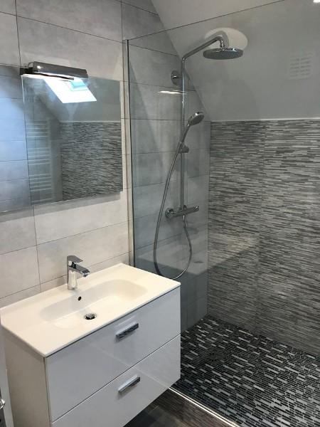 renovation entiere d une salle de bain en salle d eau avec douche type italienne dans