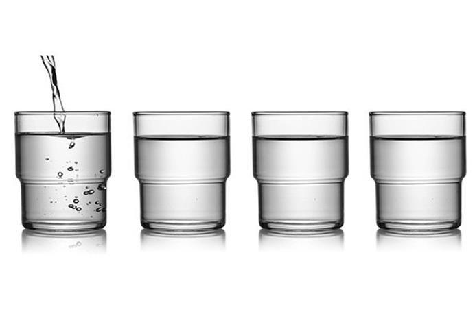 بشرب الماء