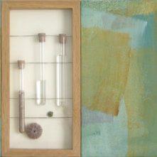 Algarve | 40 x 80 x 4 cm | óleo y vitrina com tubos de ensayo