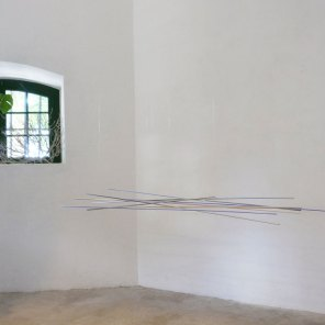 vista de expo   móvil azul-violeta   280 x 120 x 50 cm