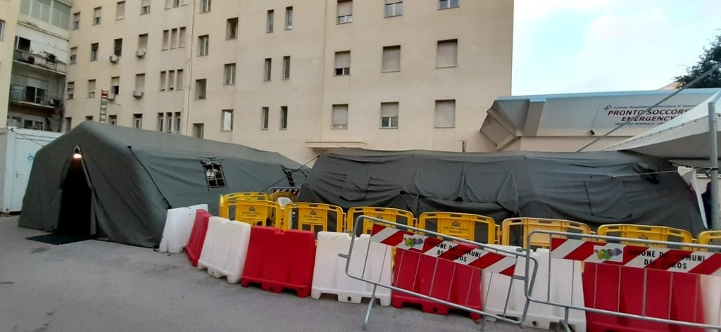 Tre tende al Pronto soccorso di Sassari per i pazienti Covid in attesa di ricovero