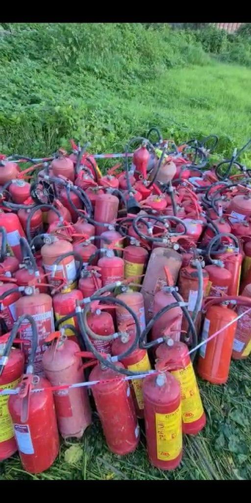 Oltre 300 estintori abbandonati a Sassari: due persone denunciate