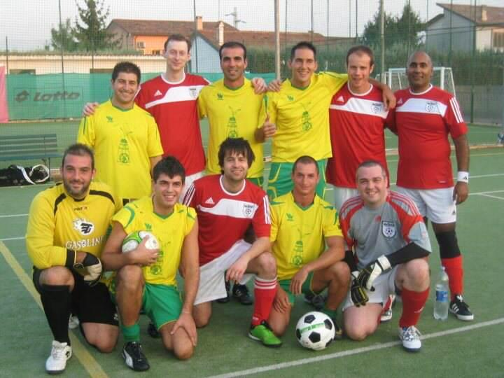 Amici Calcetto Pellestrina v Sassco.co.uk before the game.