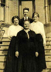 Ernest, Louise, Frieda and Anna Hann, Chicago, c. 1912.