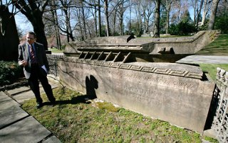 Where the Titanic Passengers are Buried in NYC