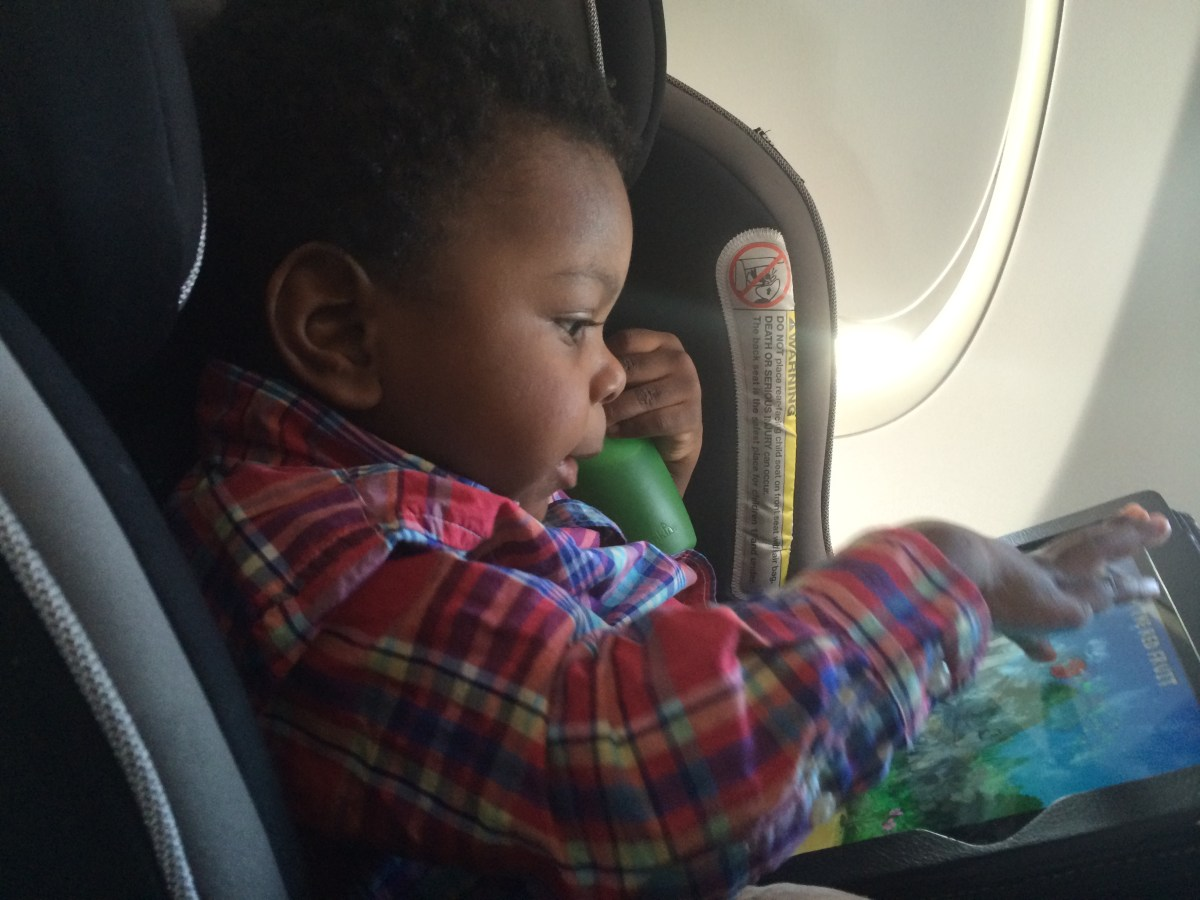 Flying With Baby? 20 Must-Read Airline Hacks For Traveling with Young Kids