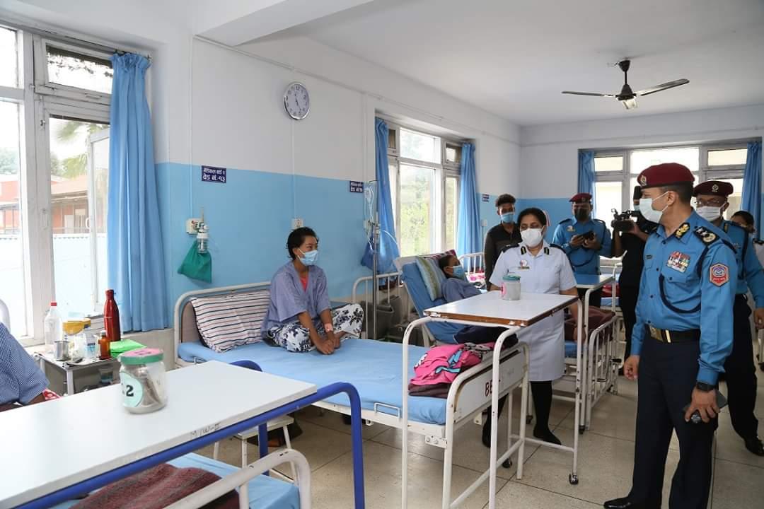 प्रहरी महानिरीक्षक क्षेत्रीद्दारा नेपाल प्रहरी अस्पतालको निरीक्षण