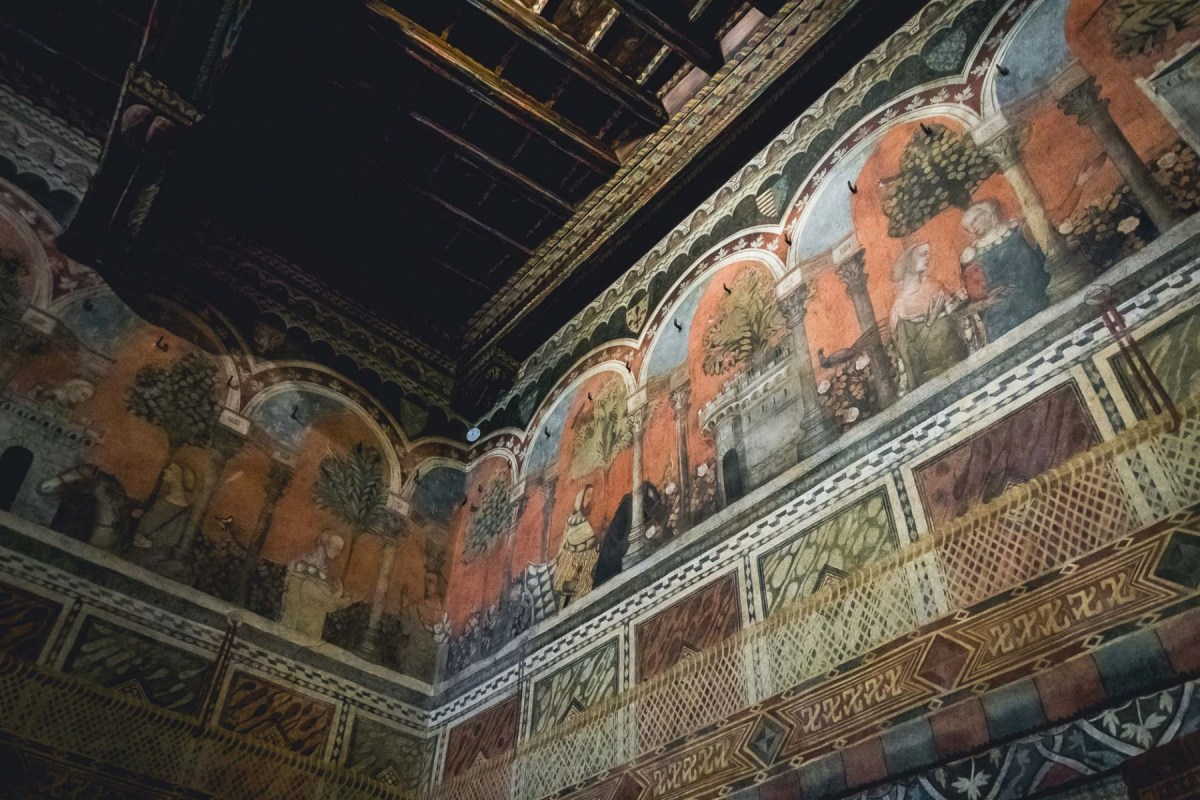 Châtelaine de Vergy frescos, Palazzo Davanzati, Florence, Italy