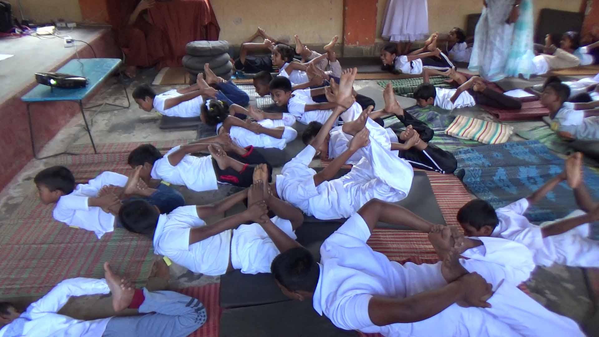 Sati Camp at Meethirigala Kanishta Vidyalaya-yoga session (16)