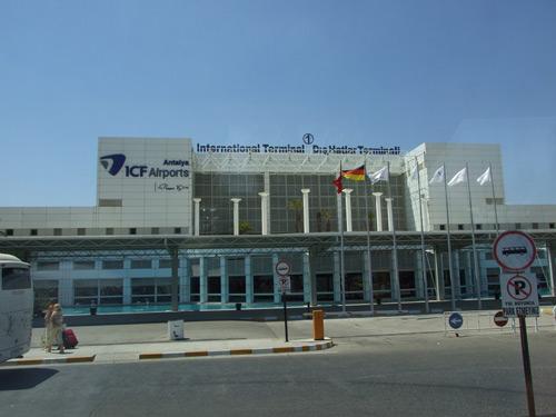 ANAT promite să-i aducă acasă pe sătmărenii aflaţi în Antalya