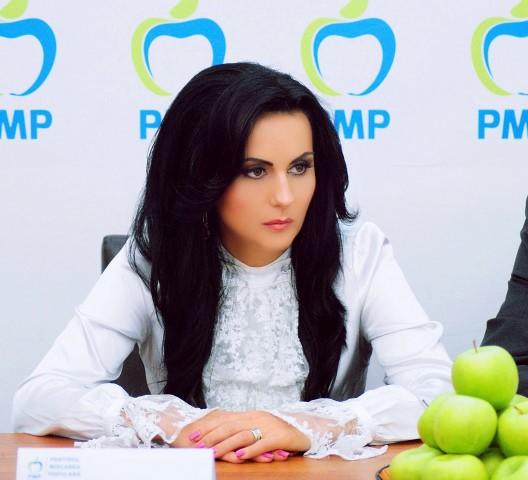 """Laura Bota: """"PSD încurajează migraţia politică!"""""""