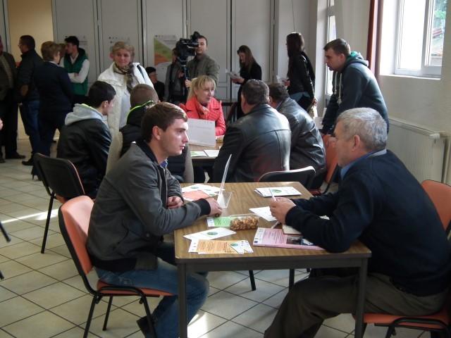 Șase angajatori la Bursa locurilor de muncă pentru persoanele din mediul rural
