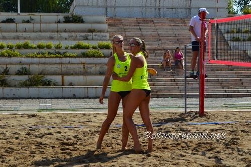 Trofeul Sătmarului: CSM 1 Satu Mare s-a calificat în semifinalele turneului de beach-volley (Foto)