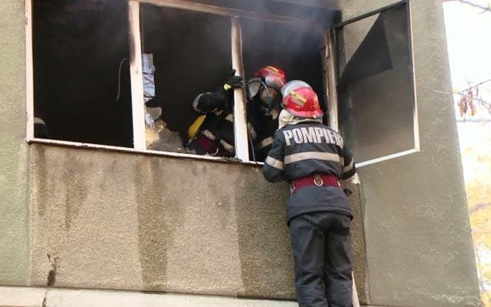 Panică în centrul Sătmarului. Incendiu la un apartament
