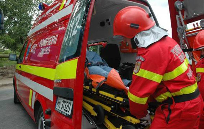 Femeie rănită într-un accident. Două mașini avariate