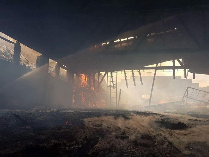 Incendiu la o fostă fabrică din județ. Vezi unde (Foto)