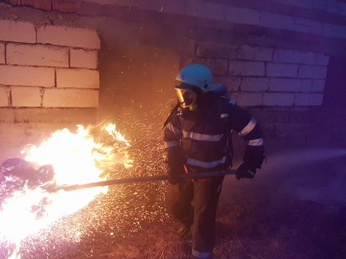 Incendiu în Gherța Mică. Pompierii au intervenit de urgență
