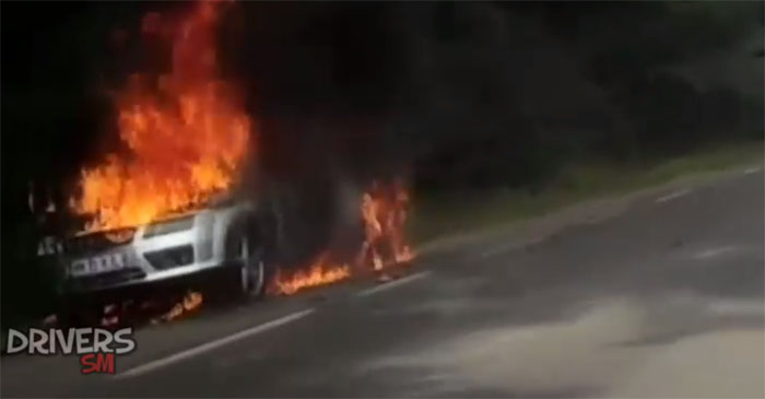 Mașină cuprinsă de flăcări între Livada și Orașu Nou (Foto)
