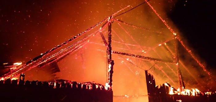 Două incendii în județ. O casă și un hambar, distruse de flăcări