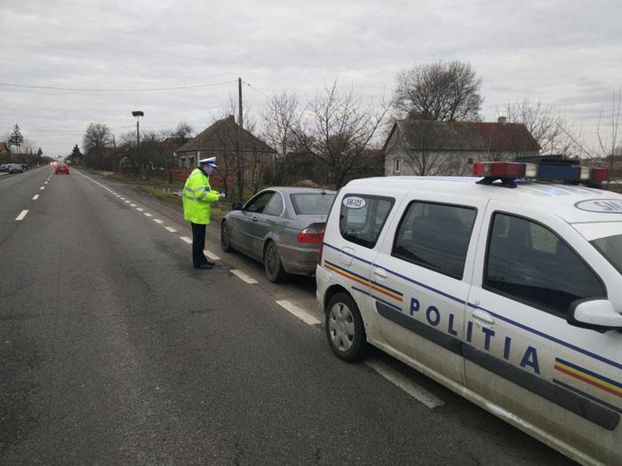 Poliția: Nu apăsați până la podea pedala de accelerație