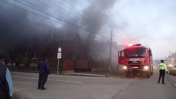 Incendiu la o casă din Păulești (Fotogalerie)