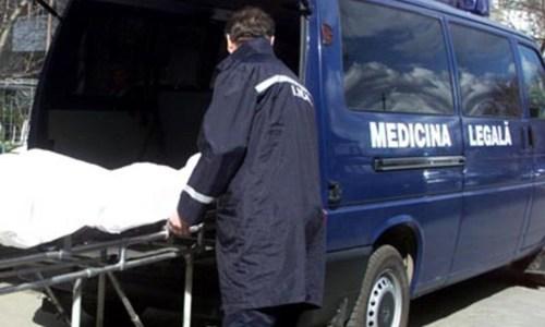 Bărbat găsit mort într-un apartament