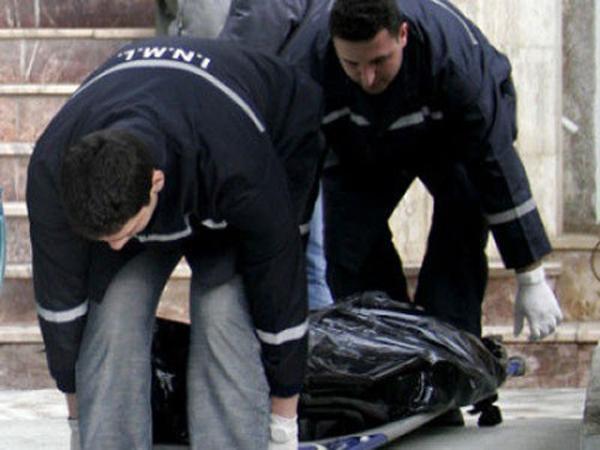 Cadavru în stare de putrefacție într-un apartament de pe Ostrovului