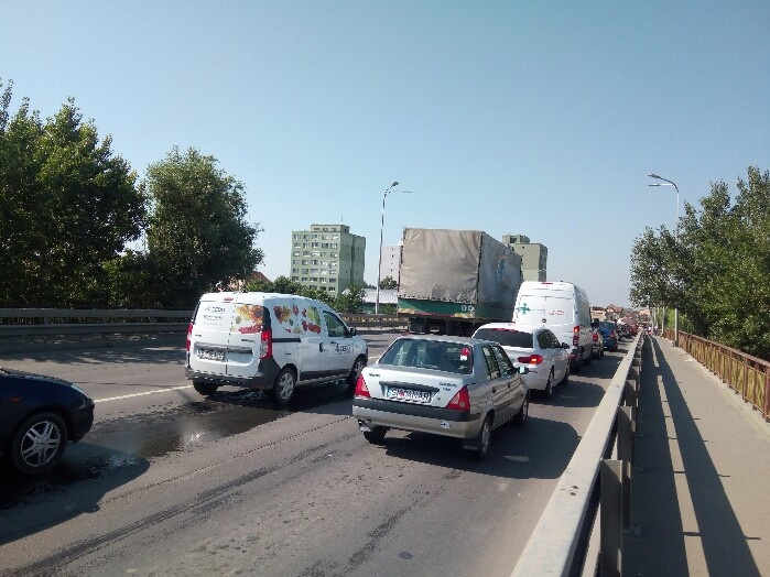 Circulație infernală pe Podul Decebal (foto)