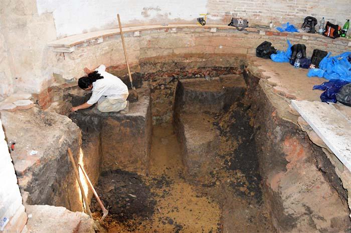 Morminte, podoabe, monede si fragmente de fresca, descoperite la Biserica Reformata din Acas (Fotogalerie)