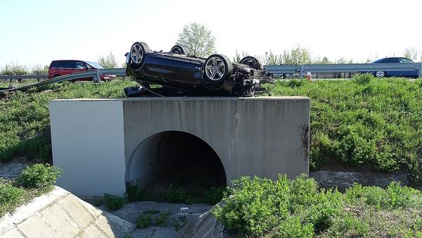 Accident cu trei români în Ungaria. S-au dat cu mașina peste cap (Foto)