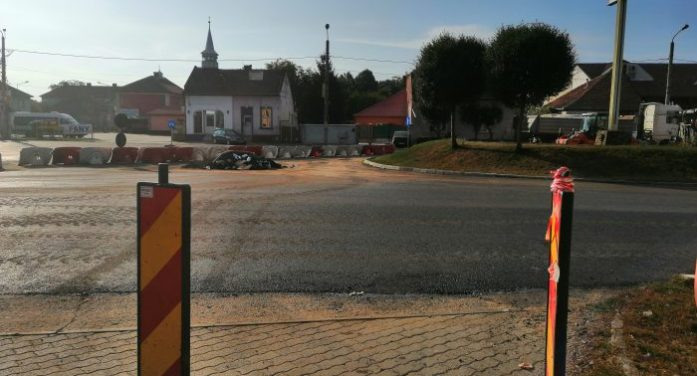 Un degețel și jumătate – atâta e stratul de asfalt cu care se cosmetizează B-dul Cloșca din Satu Mare! (foto)