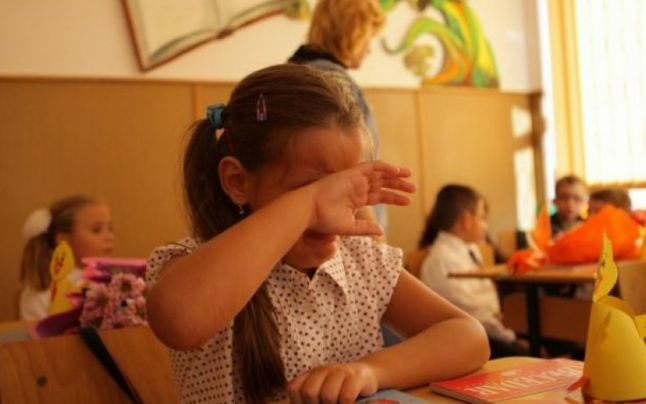 ȘOCANT! Un copil bolnav de ADHD și prea inteligent nu e primit în nicio școală din Satu Mare