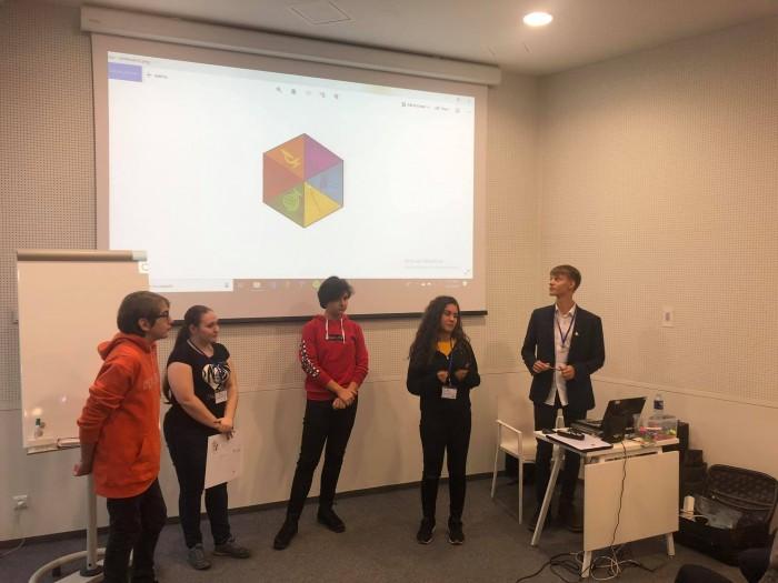 Elevii de la German au învățat să facă aplicații de telefon în Lituania