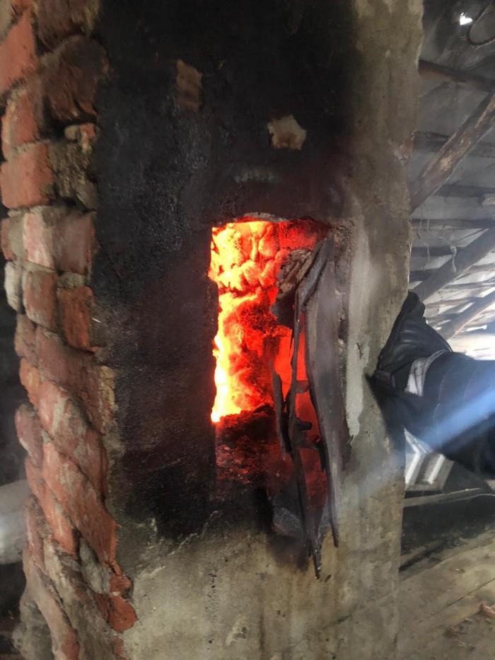 Incendiu la o casă. Nu și-au curățat hornul (FOTO)