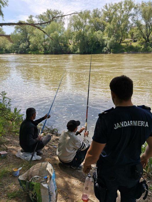 Bărbați prinși la pescuit în perioadă de prohibiție