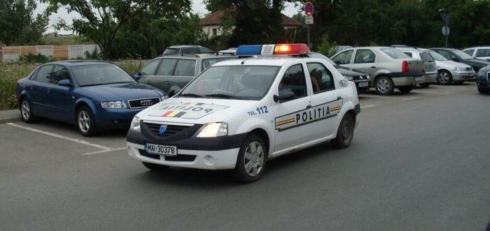 Polițiștii din Petrești au ajutat cu bani victima unei tâlhării