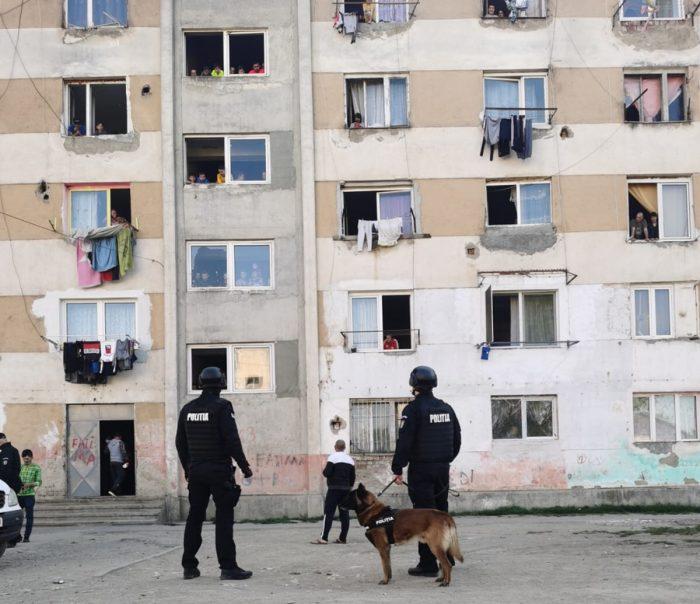 Verificările polițiștilor continuă: 2 persoane sancționate și duse în carantină pe cheltuiala lor