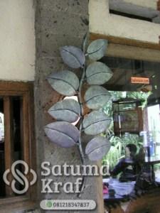 lampu dinding motif daun