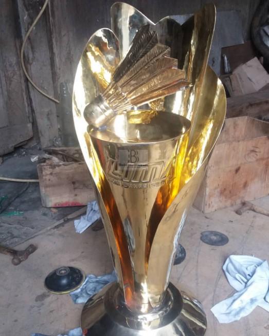 Kerajinan Piala Tropi Terbaik dari Bahan Kuningan