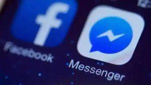 Facebook launches live chat room feature
