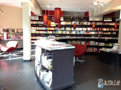 Sonniger Einblick in die Hamburger Buchhandlung cohen+dobernigg.