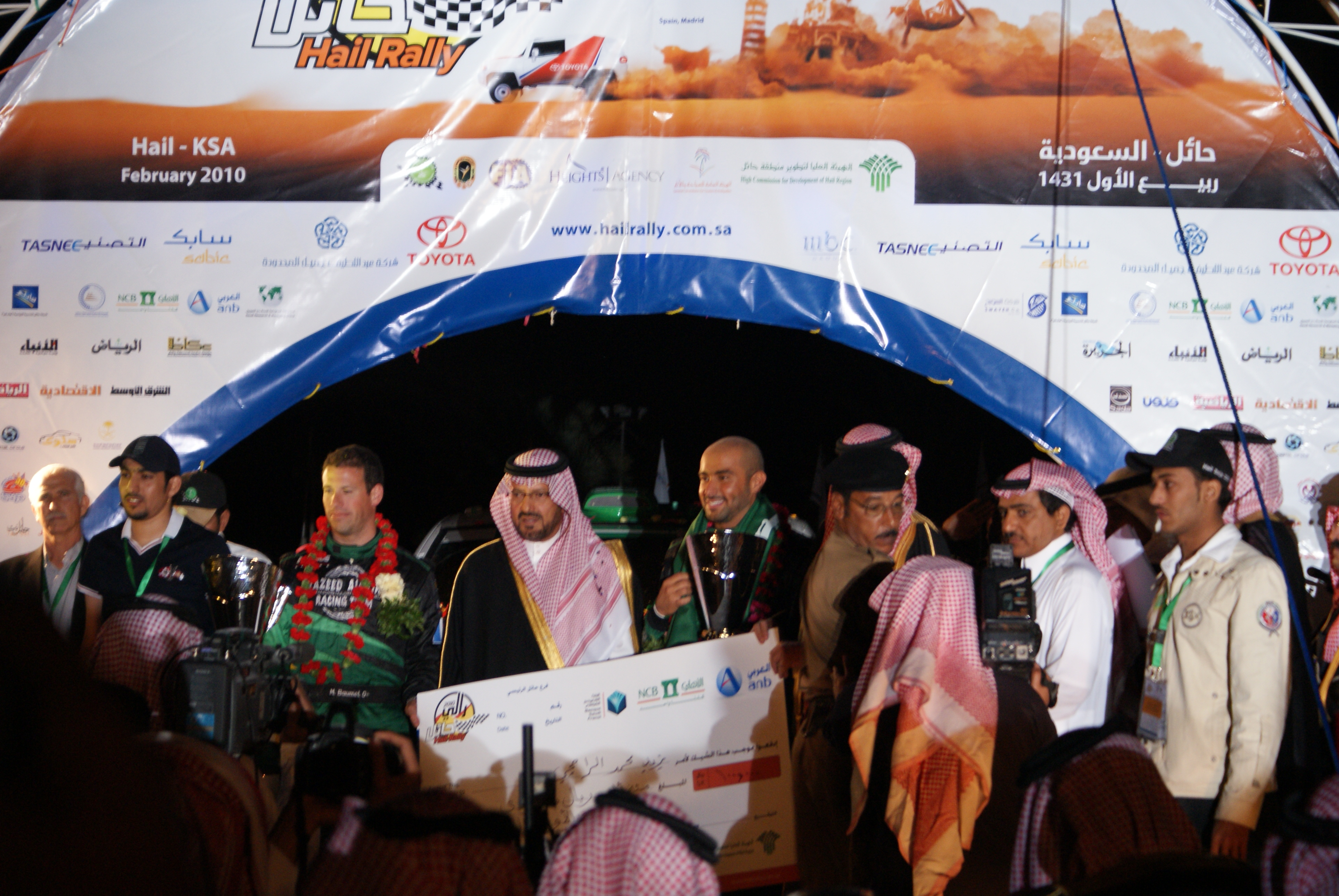 Yazeed Al-Rajhi (centre) with the Governor of Ha'il Province after winning the Ha'il Rally