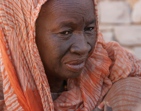 Now in her 80's and a great-grandmother, caravanner Fatima mint Mbarak recalls stories of lost camels and the frightening few days during which her daughter became lost.