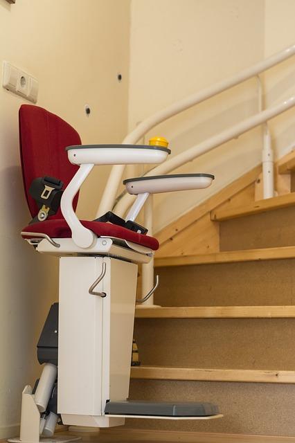 treppenlift und rollstuhllift kosten einbau zusch sse. Black Bedroom Furniture Sets. Home Design Ideas