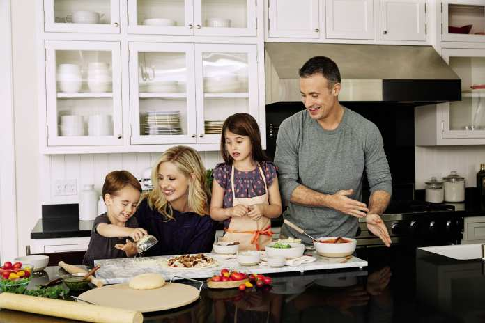 Sarah Michelle Gellar with her family