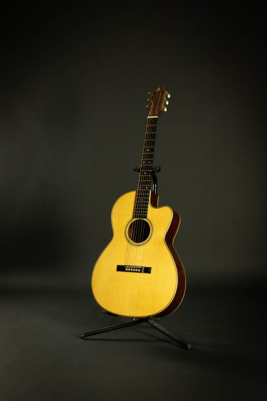 Marc Beneteau Acoustic Guitar 2000 Model 000-12